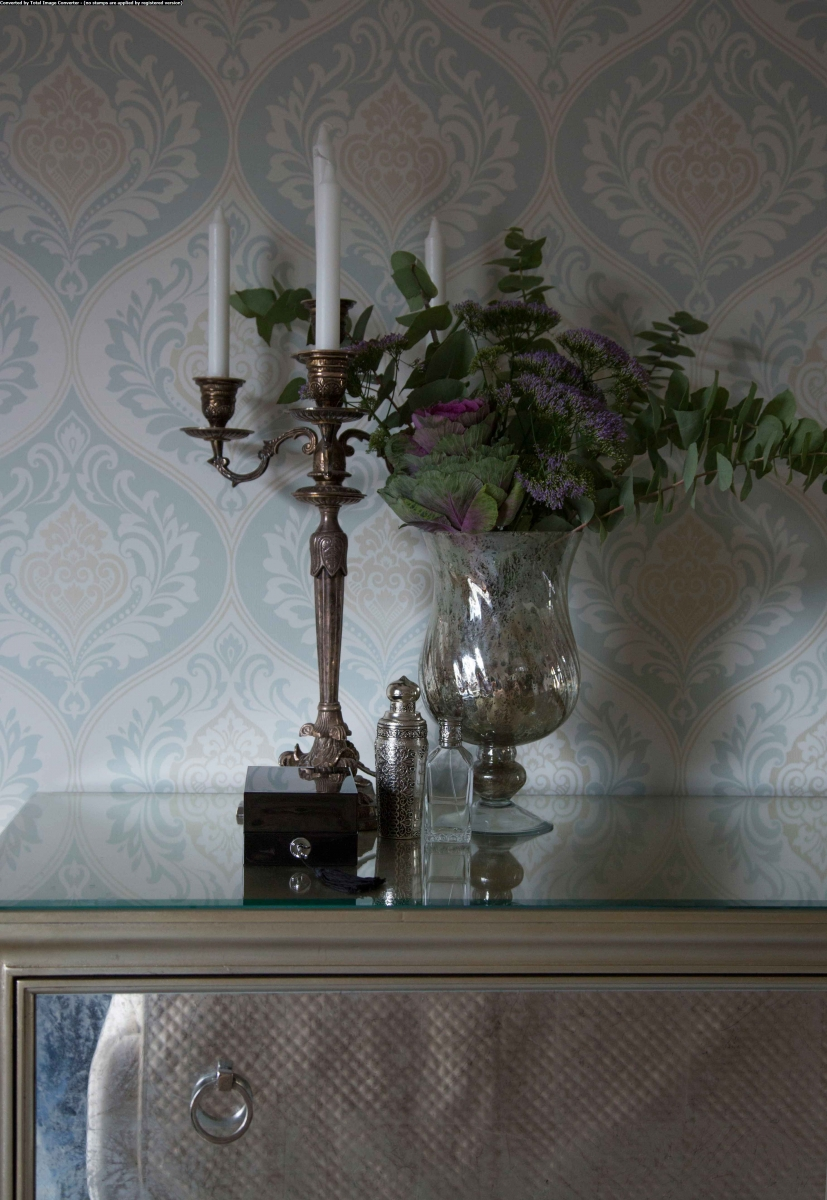Благодаря гармоничному и достойному образу жизни владельцев интерьер получился сдержанным, уютным, современным. Действительное стремление к семейному счастью и благополучию находит отражение в декоративных элементах.