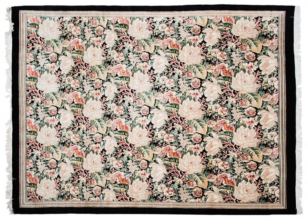 Цветочная композиция. Неизвестный автор. Дизайн вышивки мануфактуры Обюссон, Франция. 1930-35 гг. Реплика.<br />Ковер соткан в Пакистане. Состав шерсть.<br />Размер : 250х314 см. (000972)