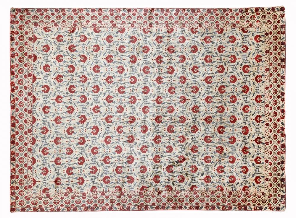 Сюзанне. Узбекистан. Дизайн вышивки 19 века.<br />Ковер соткан в Индии. Состав шелк.<br />Размер : 277х375 см. (006607)