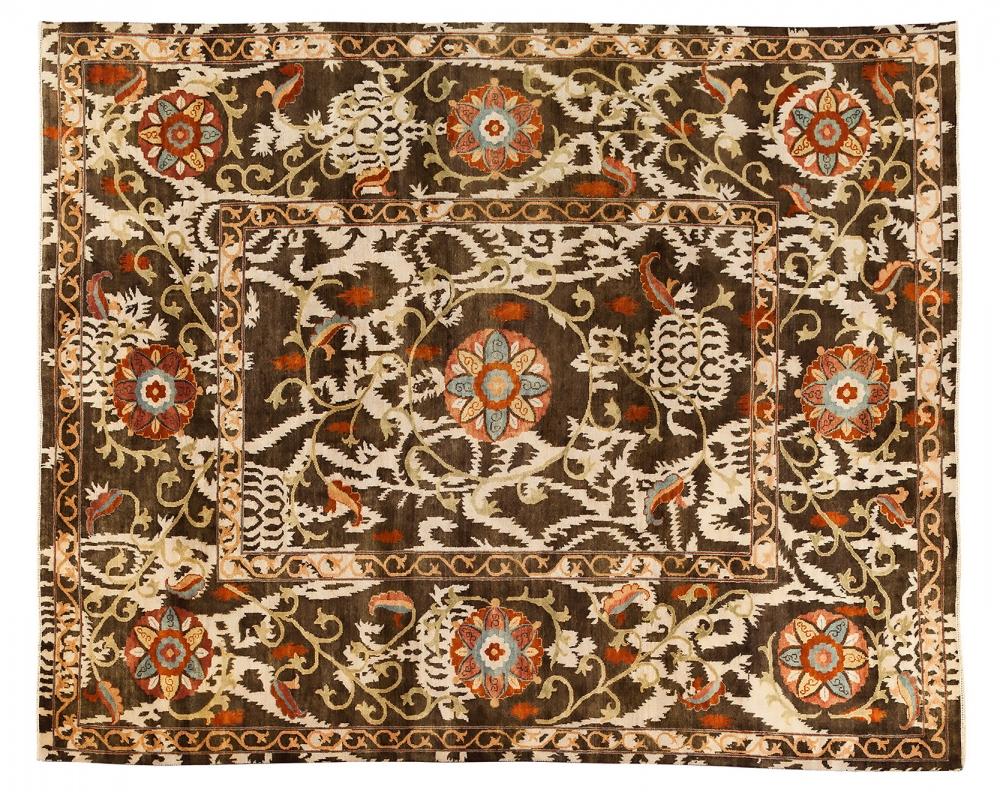 Сюзанне. Узбекистан. Дизайн вышивки середины 19 века.<br />Ковер соткан в Индии. Состав шерсть.<br />Размер : 248х303 см. (005948)