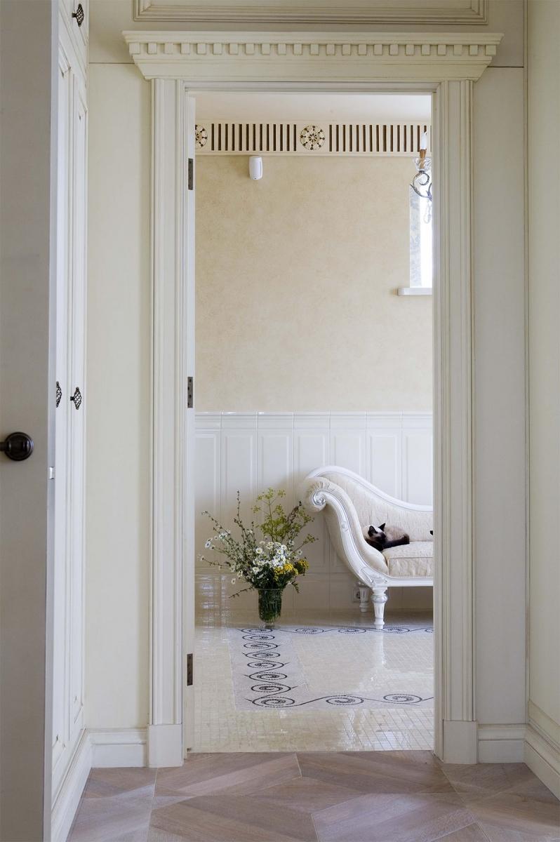 Фрагмент роскошной хозяйской ванной комнаты.