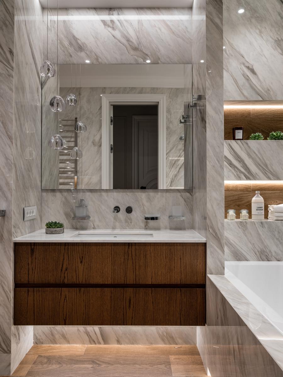 Ванная комната.<br />Широкоформатный керамогранит PORCELANOSA<br />Сантехника NOKEN<br />Встроенная мебель по нашим эскизам на заказ