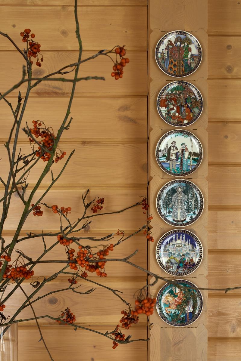 Коллекция антикварных тарелок Villeroy&Boch расписанных вручную по мотивам русских сказок