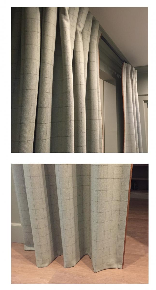"""Чтобы отделить зону гардеробной мы использовали двусторонние портьеры из шерсти Isle Mill - тон практически совпадает с тоном стен (так как помещение очень небольшое), но фактура твида создает разнообразие поверхностей, не перегружая помещение в целом.Верхний край шторы оформлен ручной """"встречной"""" складкой (так как запас ткани совсем небольшой), а нижний край сделан ровно в пол """"мешком""""."""